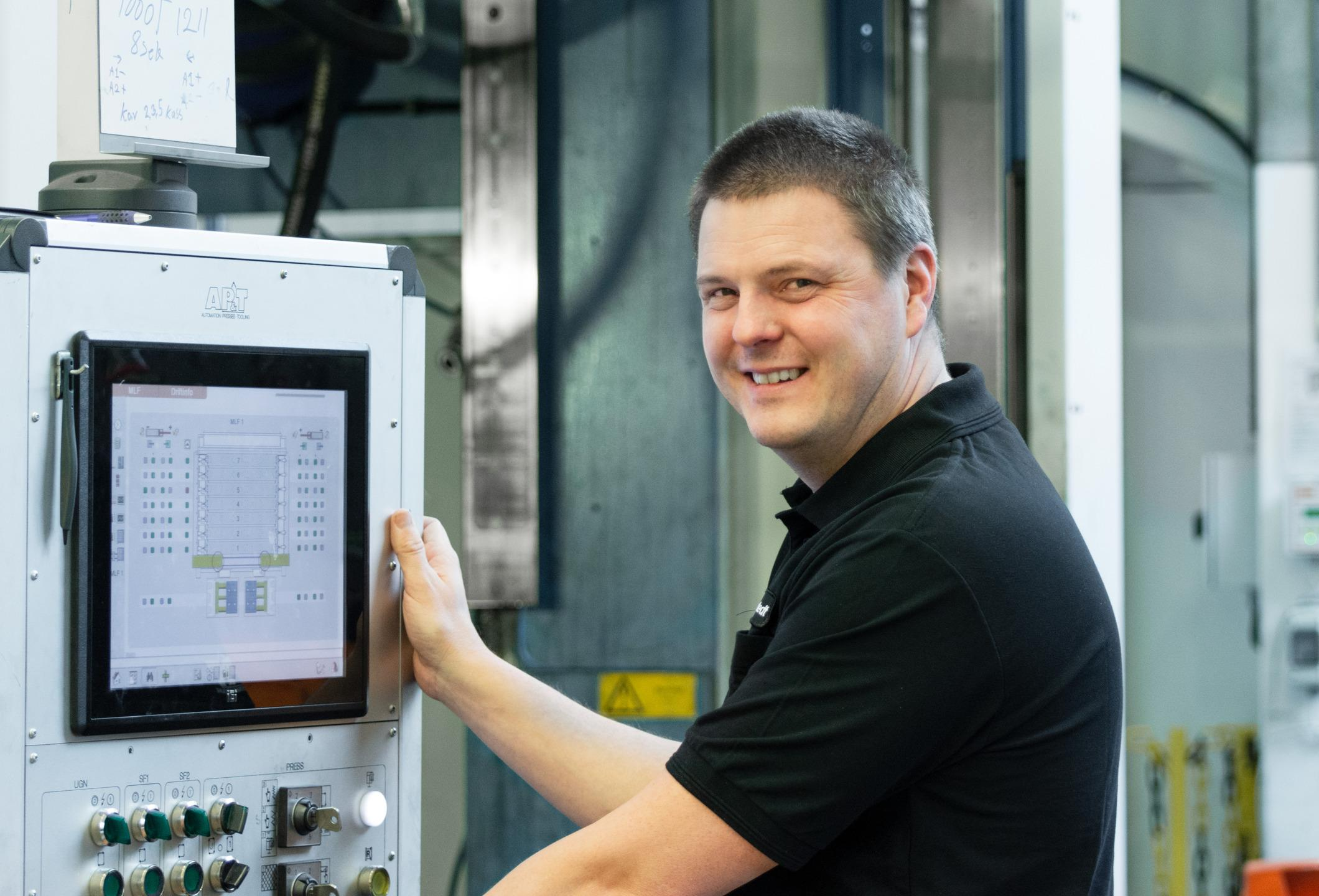 Andreas Kronstedt, trainer and service technician at AP&T.